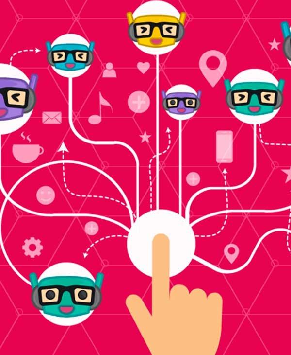 Mão clicando em um botão com vários robôs na tela